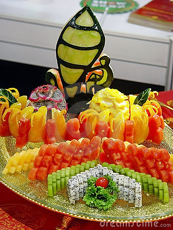 platter-cut-tropical-fruits-3323878